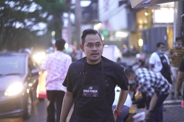 Kisah crazy rich Malang bagi-bagi buka puasa gratis sebulan, bantu korban gempa.