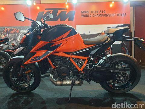KTM 1290 Super Duke R 2021 di IIMS 2021