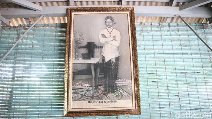 Makam kakak RA Kartini, Sosrokartono di Jepara. Sosrokartono disebut merupakan sosok di balik pemikiran inspiratif RA Kartini.