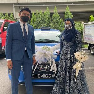 Viral, Pasangan Ini Pakai Taksi Sebagai Mobil Pengantin di Hari Pernikahan