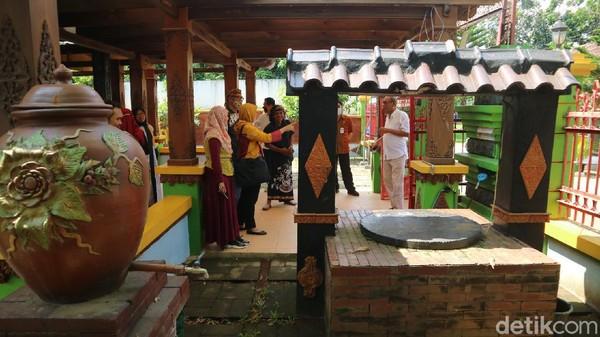 Suasana di Monumen Ari-ari RA Kartini, Kudus.