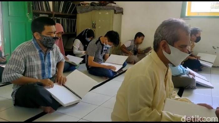 Penyandang Tunanetra di Majalengka Baca Al Quran
