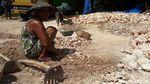 Potret Kartini-kartini Perkasa Pemecah Batu