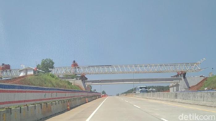 Ruas Tol Semarang-Batang memberlakukan buka tutup pada pukul 22.00-05.00 WIB hingga Jumat (23/4/2021)