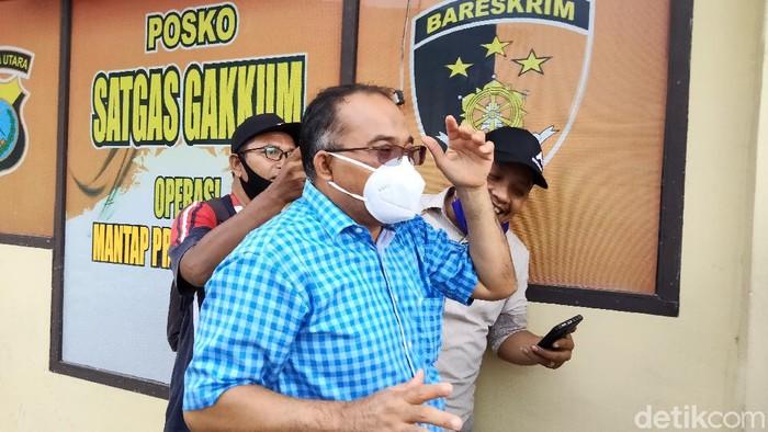 Sekda dan Kepala BKD Pemkot Tanjungbalai diperiksa KPK di Polres Tanjungbalai terkait kasus dugaan jual beli jabatan. (Perdana R/detikcom)