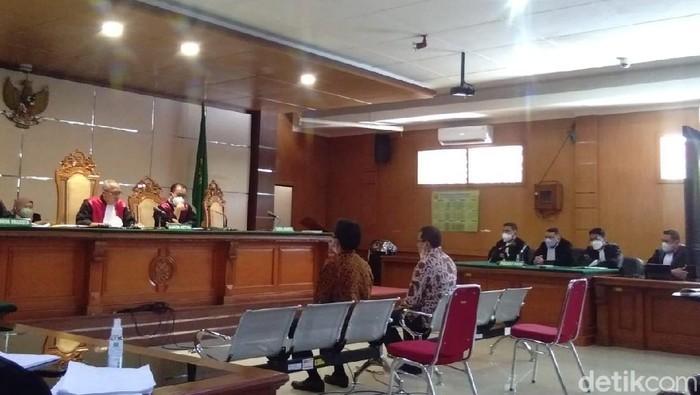 Sidang kasus korupsi di PT DI