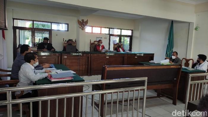 Sidang sengketa tanah mantan Walkot Semarang, Sukawi Sutarip, di PN Semarang, Rabu (21/4/2021).