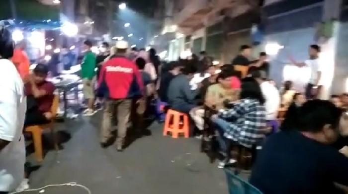Suasana Kesawan Medan pada Sabtu (17/4) malam