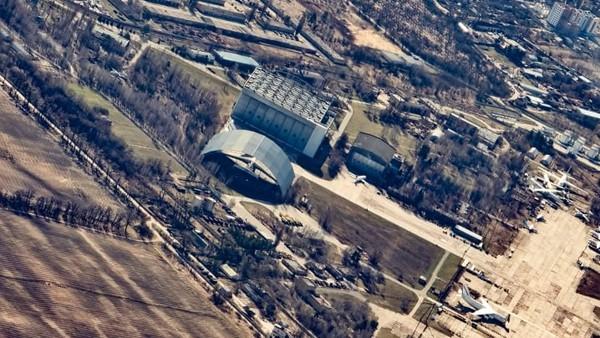 Anda akan melihat Pembangkit Listrik Tenaga Nuklir Chernobyl dan kota mati Pripyat.