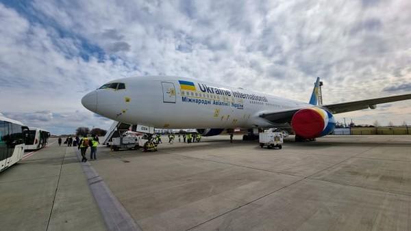 Informasi dalam penerbangan akan disediakan oleh pemandu dari Chernobyl Tour. Perusahaan Ukraina ini terkenal akan mengkhususkan diri dalam pariwisata di Exclusion Zone.