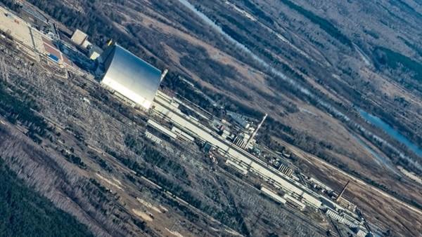 Traveler kini berkesempatan terbang rendah di atas situs bencana nuklir paling parah di dunia di Ukraina.