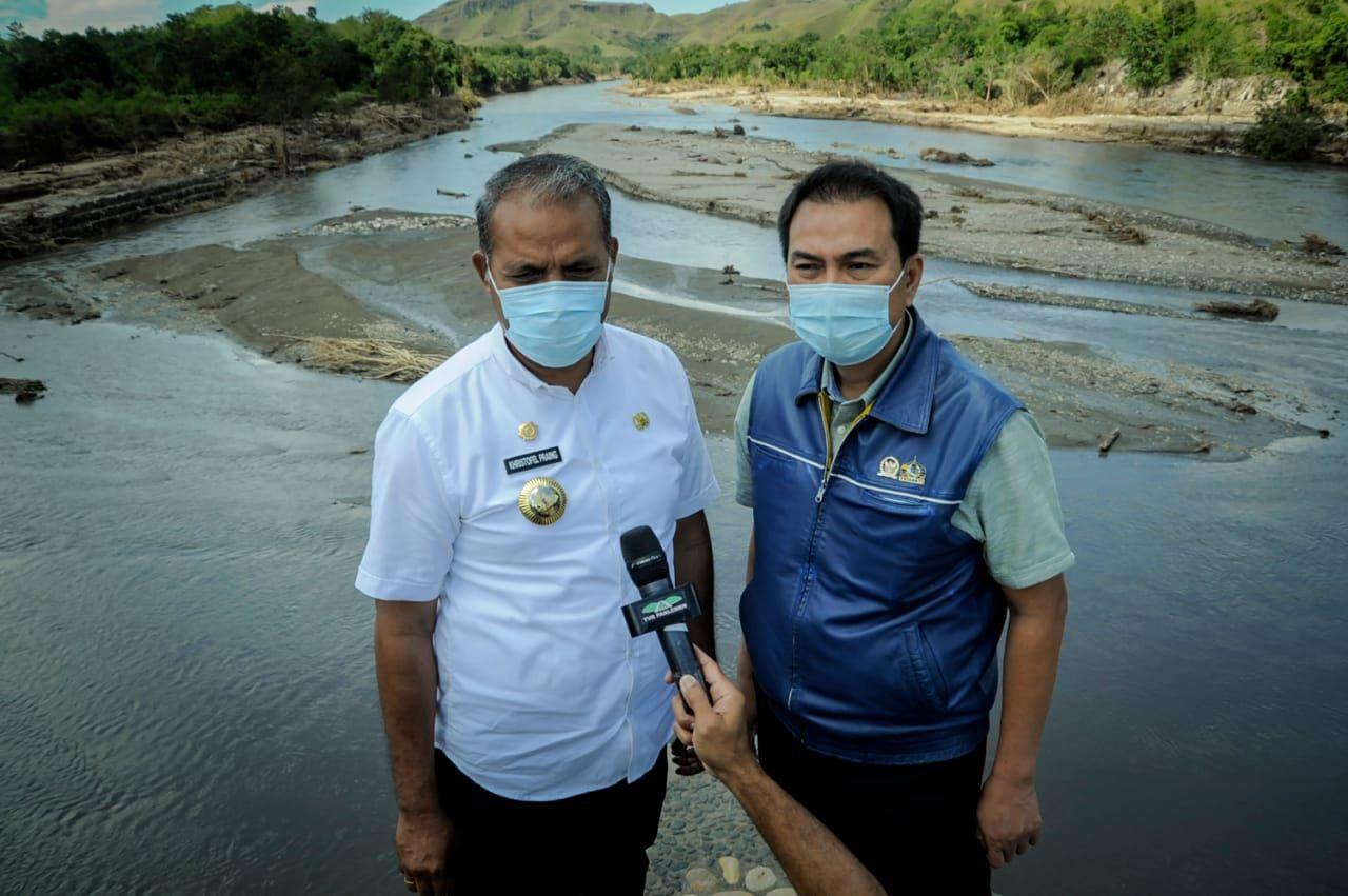 Wakil Ketua DPR RI Azis Syamsuddin bersamaBupati Sumba Timur, Kristofel Praing.