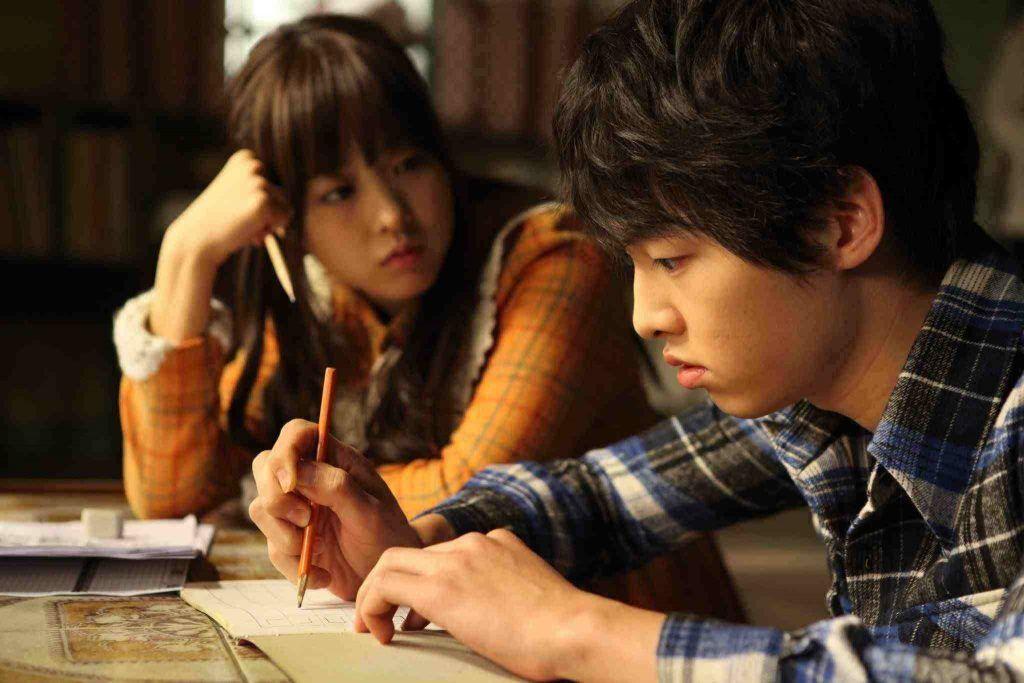 Park Bo Young dan Song Joong Ki di A Werewolf Boy (2012)