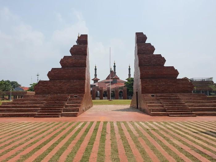 Alun-alun Kejaksan Cirebon setelah direvitalisasi.