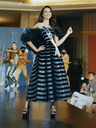 Ayu Maulida Putri Kostum Nasional Miss Universe 2020