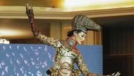 7 Aksi Ayu Maulida Pakai Kostum Nasional Komodo untuk Miss Universe 2020