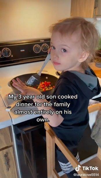 bocah 3 tahun jago masak dan bisa siapkan makan malam keluarganya