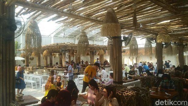 Restoran di Alam Sutra.