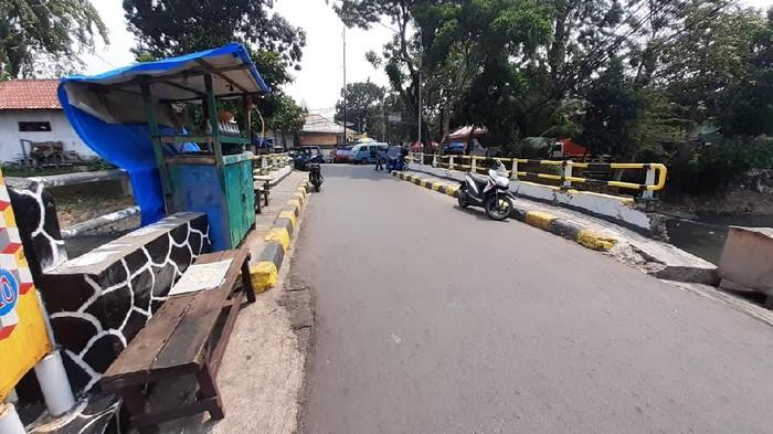 Jembatan Jl Rawa Sawah I, yang menghubungkan Kampung Rawa dengan Kampung Kota Paris, Johar Baru.