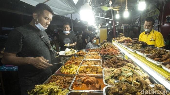Hidangan minang menjadi salah satu buruan warga untuk menikmatik berbuka puasa. Nah, salah satunya ada di kawasan Food Street Kramat, Jakarta Pusat.