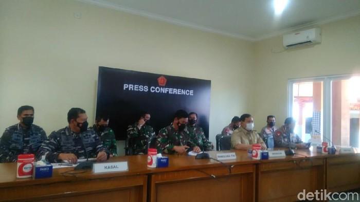Menhan Prabowo hingga Panglima TNI menggelar konpres soal KRI Nanggala-402 hilang kontak.