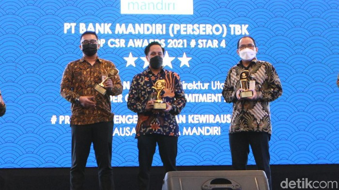 Ajang penghargaan Top CSR Award 2021 sukses digelar di Jakarta, Kamis (22/4). Bank Mandiri meraih penghargaan Top CSR Award dalam tiga kategori bergengsi.