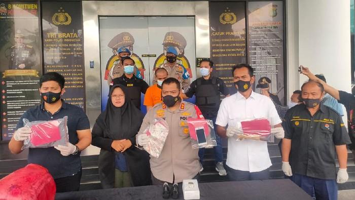 Polisi tangkap satpam yang menusuk PSK usai kencan di apartemen di Ciputat, Tangsel.