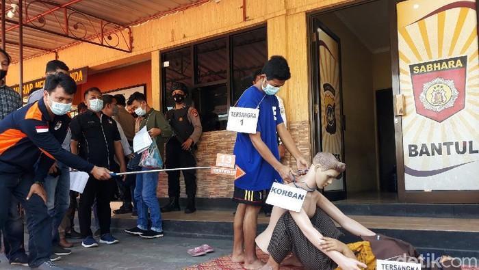 Rekonstruksi pembunuhan bos wajan di Bantul yang diotaki istrinya digelar di Mapolres Bantul, Kamis (22/4/2021)