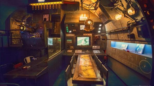 Alhasil, tim tersebut berhasil memboyong nuansa kapal selam ke dalam bar satu ini.