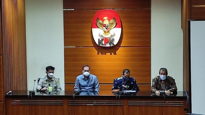 Mentan Syahrul Yasin Limpo (paling kiri) dan Mendag Muhammad Lutfi (kedua dari kiri) konferensi pers terkait kerja sama pencegahan korupsi dengan KPK, Kamis (22/4/2021).