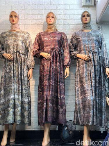 Tren baju lebaran long dress motif print di toko Bunda Pasar Tanah Abang Blok A .