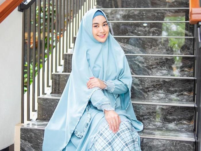 Kisah hijrah Anisa Rahma Adi, dulu anggota girl band kini tampil syari.