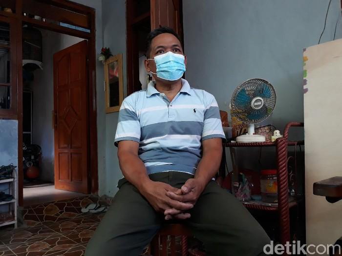Ayah awak KRI Nanggala-402 Gunadi, Sunaryo (48) di Bantul, Jumat (23/4/2021).