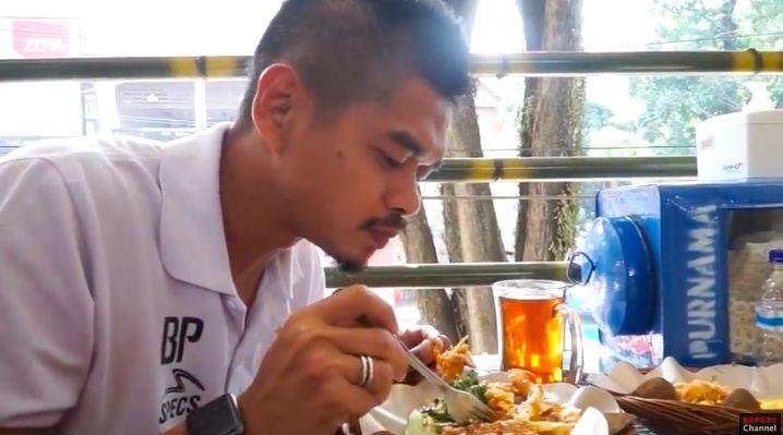 Bambang Pamungkas Ternyata Foodies, Hobi Masak dan Makan Enak