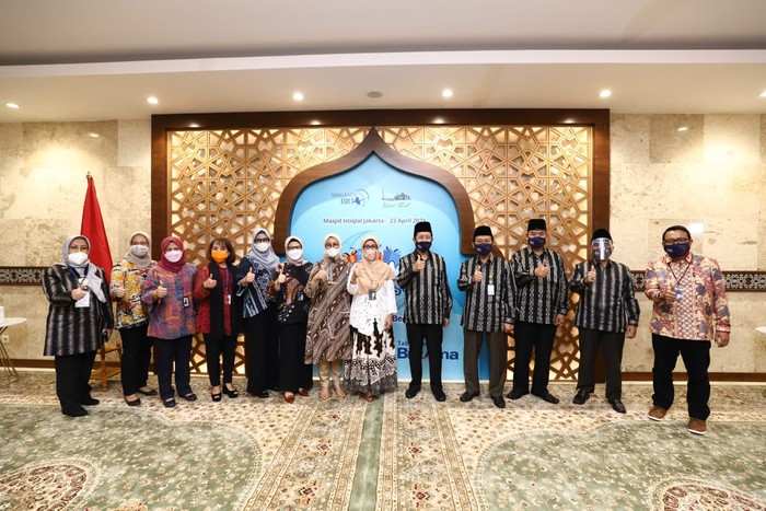 BRI memberikan bantuan untuk Masjid Istiqlal yang dikumpulkan melalui donasi pembukaan rekening tabungan BritAma dalam program BritAma FSTVL.