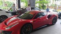 Barisan Mobil Mewah Diduga dari Uang Nasabah EDCCash