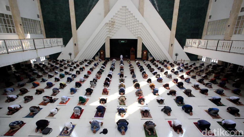Potret Penerapan Prokes Ketat di Masjid Hasyim Asyari