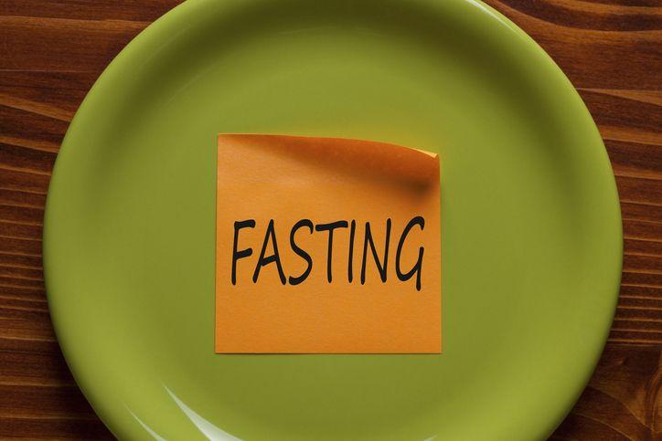 Hukum Menelan Ludah saat Melihat Makanan di Waktu Puasa