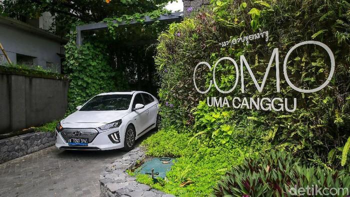 Mobil Hyundai Ionic saat Road Trip in Bali