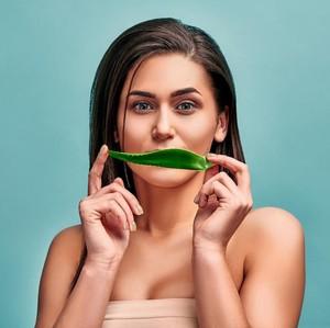 9 Cara Mencerahkan Bibir Hitam Secara Alami