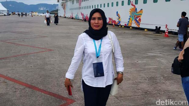 Khairuddin, warga Rokan Hulu, Riau, tengah membuat sayembara untuk mencari istrinya Ervina Lubis yang hilang sebulan lalu. Ini momen saat Ervina Lubis masih bersama keluarga.