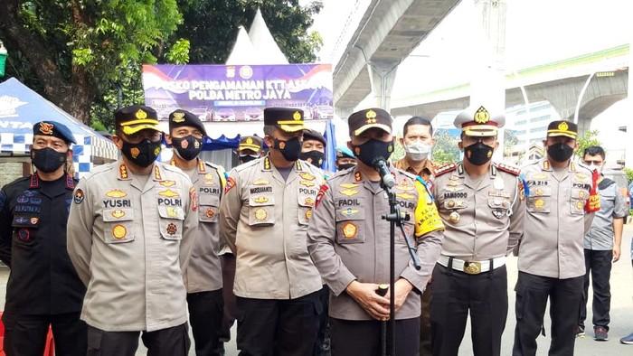 Kapolda Metro Jaya Irjen Fadil Imran melakukan pengecekan terakhir kesiapan pengamanan KTT ASEAN di depan Gedung Sekretariat ASEAN, Jl Sisingamangaraja, Kebayoran Baru, Jaksel.