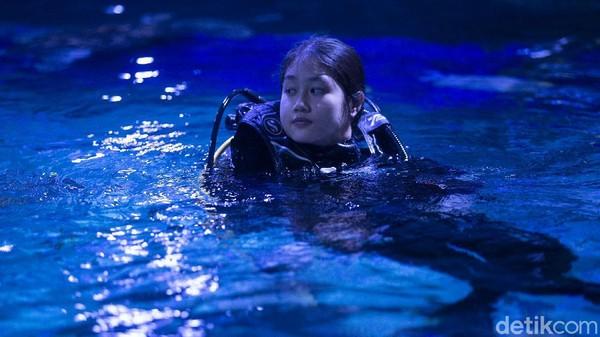 Selain itu, pekerjaan sebagai seorang aquarist juga tak jarang menuntut kemampuan fisik yang mumpuni.