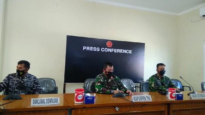 Konferensi pers Kapuspen TNI di Bali