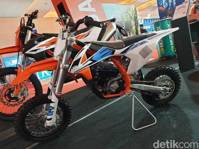 Motor listrik KTM SX-E5 muncul di IIMS 2021