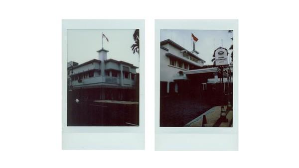 Pembangunan Hotel Majapahit ini diprakasai LM. Sarkeis, pengusaha berkebangsaan Armenia dan diresmikan pada tahun 1912 dengan nama hotel Oranje. Selain dikenal sebagai salah satu hotel megah nan mewah, Hotel Majapahit turut menjadi saksi perjuangan rakyat Indonesia dalam mempertahankan kemerdekaan dan mengusir penjajah. Pada 19 September 1945, arek-arek Suroboyo dengan gagah berani memanjat Hotel Oranje yang di masa kependudukan Jepang bernama Hotel Yamato. Mereka merobek bendera Belanda, merah putih biru, sehingga menjadi bendera Merah Putih. Aksi itu menjadi awal dari peristiwa 10 November 1945 yang kemudian dikenal dan diperingati sebagai Hari Pahlawan.