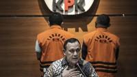 Aksi Penyidik KPK: Dari Rumah Azis Syamsuddin, Janjikan SP3 ke Wali Kota