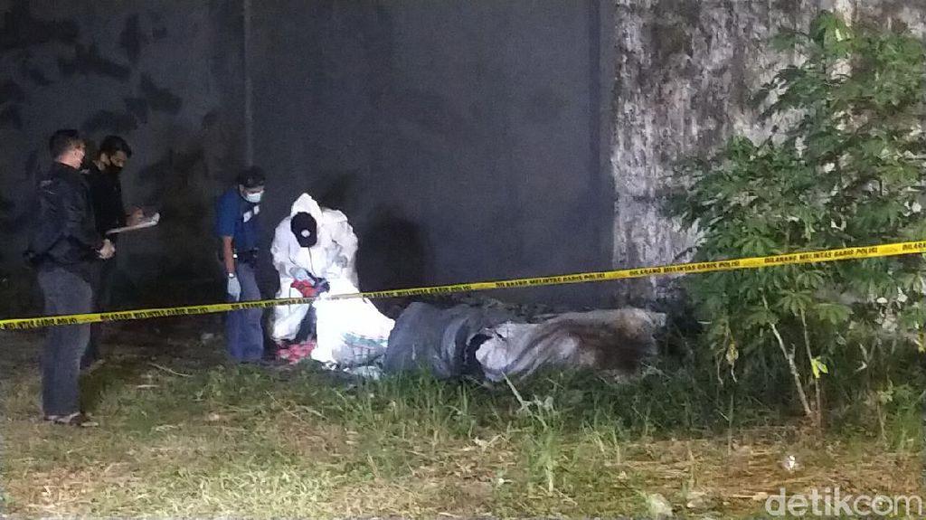 Mayat Terbungkus Kasur Ditemukan di Lahan Kosong Surabaya