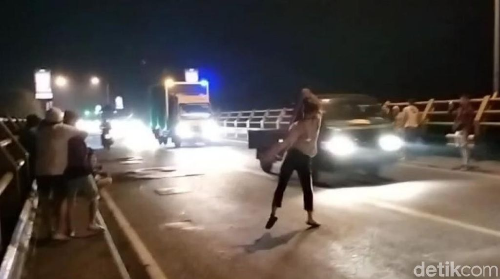 Puluhan Remaja Terlibat Perang Sarung di Jembatan Citarum Cianjur