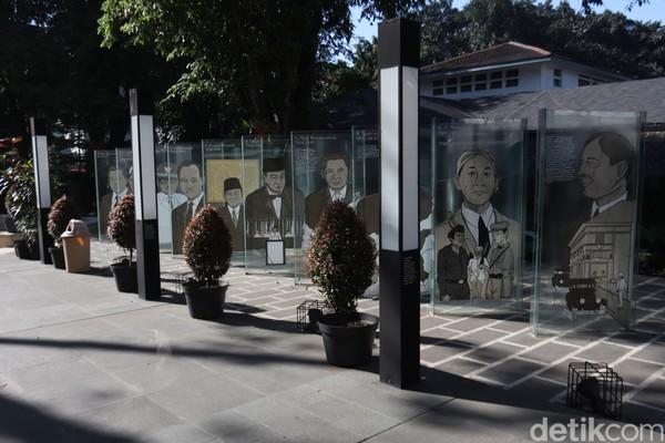 Selain itu, taman ini juga memiliki banyak spot foto yang instagramnable seperti stand kaca mantan pemimpin Bandung. Ada pula mural bergambar Balai Kota Bandung dengan latar Jembatan Pasopati, dan Menara Masjid Agung.